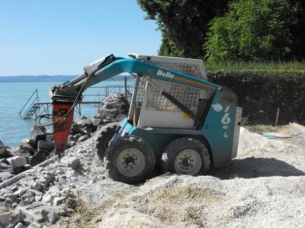 A térburkolatot tartó támfal bontására majd újraépítésére szükség volt a tartós siker érdekében